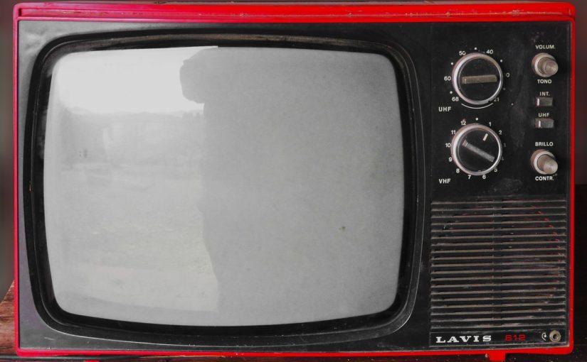 Wspólny wypoczynek przed telewizorem, czy też niedzielne serialowe popołudnie, umila nam czas wolny ,a także pozwala się zrelaksować.